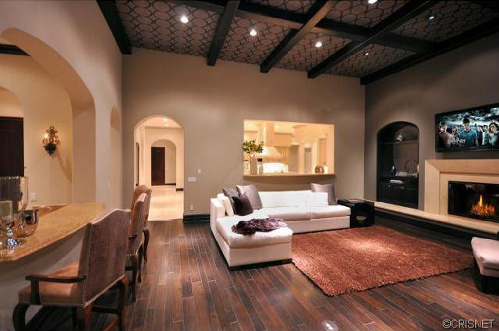 Justin bieber buys 6 5 mil home for 18th birthday starmap for Living room jb