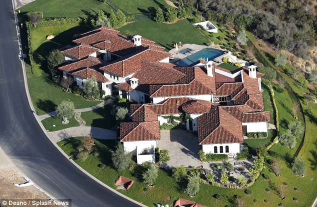 Why do so many celebrities live in Calabasas? - la.curbed.com
